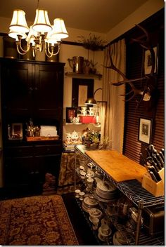 Love the china on metal wire shelves and the sconce.