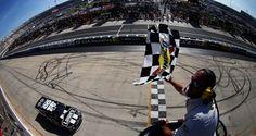 Auch ein Betonklotz kann Jimmie Johnson in Dover nicht stoppen... ThreeWide.de | Der NASCAR-Stammtisch