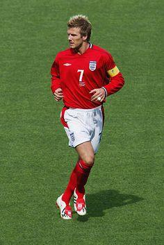 Moda David Beckham, David Beckham Football, David Beckham Style, Football Casuals, Adidas Football, Football Shoes, David Beckham Manchester United, Manchester United Players, Soccer Cleats