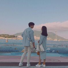 cute couple, ulzzang, and korean couple image Korean Couple Photoshoot, Couple Shoot, Couple Goals Teenagers, Cute Couples Goals, Japanese Couple, Cute Couple Outfits, Boy And Girl Best Friends, Ulzzang Korea, Disney Couples