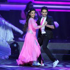 Parineeti and Ayushmann Khurrana Dance Performance at IIFA Awards 2013