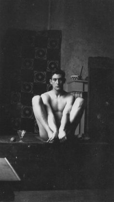 EVEREST ¥ George Mallory, 1912. Mountaineer, died on Everest 1924. Pictured in the studio of Duncan Grant