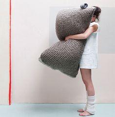 Knit a giant cushion