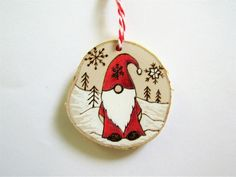 Wooden Christmas Ornaments, Handmade Christmas Decorations, Christmas Wood, Christmas Crafts, Christmas Phrases, Christmas Design, Circle Crafts, Pyrography Patterns, Shiny Brite Ornaments