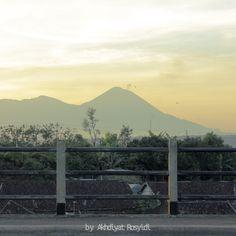 Pagi itu, memandang jauh ke arah puncak Gunung Semeru