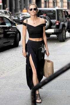Karlie Kloss in total black - Outside Taylor Swift's apartment, NYC, May 28, 2015.  SLAYYY  http://afashionlines.tumblr.com/