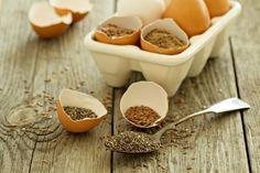 Wil jij graag bakken zonder ei? Dat is geen probleem. Je kan ei in recepten gemakkelijk vervangen door verschillende alternatieven. Vind hier een overzicht!