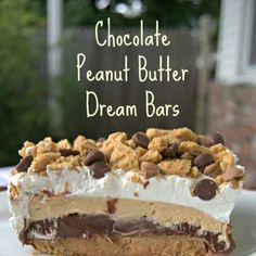 Chocolate Peanut Butter Dream Bars - layers of peanut butter cookies, chocolate pudding, a peanut butter / cream cheese layer and topped with whipped topping. Truly a dream dessert! Yummy Treats, Sweet Treats, Yummy Food, Yummy Snacks, Delicious Recipes, 13 Desserts, Dessert Recipes, Bar Recipes, Health Desserts