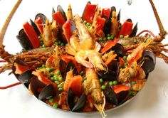 Receita do tradicional restaurante Don Curro serve 4 pessoas. Se não quiser preparar a versão básica, apenas não use a lagosta.