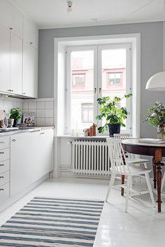 Indretning af 45 m2: Få plads til køkken, soveværelse & kontor i et rum - ChriChri
