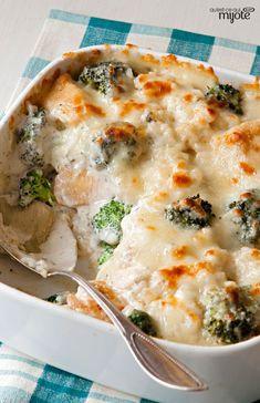 Gratin de poulet, de brocoli et de riz #recette: Du poulet, du brocoli et du riz réunis dans une casserole facile à préparer. Onctueux et réconfortant, ce plat au four rempli de fromage a tout pour plaire!