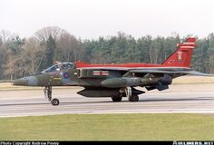 Sepecat Jaguar GR1A aircraft picture Military Jets, Military Aircraft, British Fighter Jets, Air Force Fighter Jets, Close Air Support, Aircraft Painting, Construction, Ww2 Aircraft, Aircraft Pictures