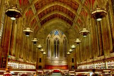 The reading room of the Suzzallo library of the University of Washington in Seattle, WA, (By Yathárth)