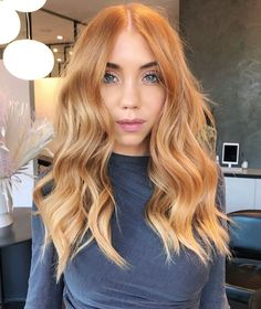 PSL season with a side of waves🎃🌊 What's your fall hair order? Gorgeousness by who broke down this look for us: 🍑This is… Ginger Hair Dyed, Ginger Hair Color, Hair Color And Cut, Dyed Hair, Copper Blonde Balayage, Red Blonde Hair, Blonde Hair Looks, Balayage Hair Colour, Blonde Hair Lowlights
