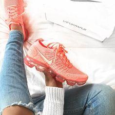 Nike Air VaporMax Flyknit - Crimson Pulse - shop your sneakers - Schuhe Damen Summer Sneakers, Best Sneakers, Air Max Sneakers, Shoes Sneakers, Women's Shoes, Urban Apparel, Baskets, Sneaker Heels, Unique Shoes