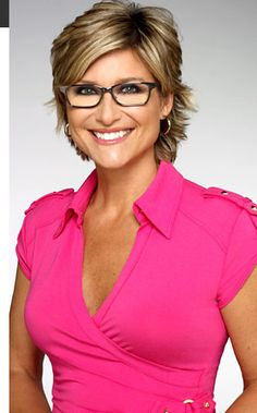 know more about Ashleigh Banfield. She was born on 1967 in Winnipeg who is well-known American-Canadian journalist currently hosting news program for CNN. Ashleigh Banfield, Gorgeous Women, Most Beautiful, Female News Anchors, Cnn Anchors, Portraits, My Hairstyle, Cut And Color, Short Hair Styles