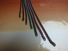 Collar-con-cadenas-de-colores-3
