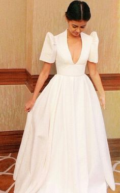 Janine Gutierrez wearing Vania Romoff Modern Filipiniana Dress, Filipiniana Wedding, Vania Romoff, Filipino Fashion, Grad Dresses, Wedding Dresses, Beautiful Gowns, Traditional Dresses, Vintage Dresses