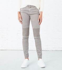 Pantalón motero, con bolsillos en la parte dleantera y trasera, con detalles moteros en las rodillas. | Pantalones | Springfield