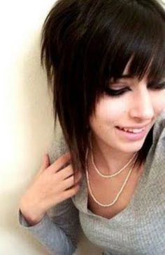 Medium emo hairstyle for girls #edgyhaircuts