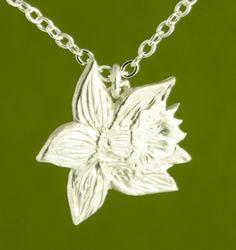 Single Daffodil Pendant handmade by Garden of Silvler.