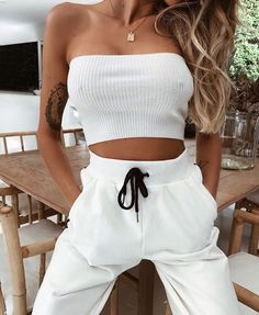 13 Active Outfits to Keep You Motivated in the Gym, White Fashion, Look Fashion, Teen Fashion, Fashion Outfits, Womens Fashion, Fashion Rings, Fashion Clothes, Mode Outfits, Trendy Outfits