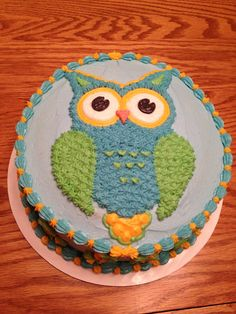 Owl  - An owl for my husband's birthday.  I had totally forgotten he even liked owls until I asked what king of cake he wanted.  Expecting him to say chocolate or vanilla, owl worked too.  Anyway, this buttercream decorated owl covers a vanilla cake with chocolate pudding filling.
