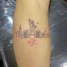 What does skyline tattoo mean? We have skyline tattoo ideas, designs, symbolism and we explain the meaning behind the tattoo. Dot Tattoos, Finger Tattoos, Body Art Tattoos, Small Tattoos, Tatoos, Tiny Tattoo, New York Tattoo, Tattoo Motive, Tattoo Outline