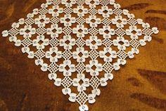 This Pin was discovered by Gür Crochet Lace Edging, Crochet Art, Crochet Blouse, Crochet Squares, Filet Crochet, Love Crochet, Irish Crochet, Crochet Doilies, Crochet Flowers