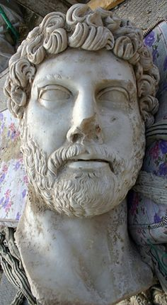 Adriano,130-138 d.C.,marmo,Museo Archeologico Nazionale, Atene.