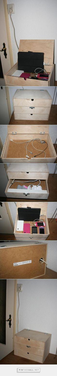 DIY Oplaadstation (Charching station)***  Ikea Moppe 3-ladenkastje (36 x 26 x 25 cm) voor € 14,95 ***  Bovenkant kastje zaag je los en met scharnieren maak je er een klepkast van.  In de bovenste la, maak je een gat waar alle snoeren die zich in de 2e la bevinden met stekkerdoos door heen kunnen.  Achterkant kast een gat maken waar het snoer van de stekkerdoos door kan. En zo heb je een mooi compact oplaadstation ! #ikea #diy #charchingstation - created via http://pinthemall.net