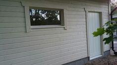 Pellit ja pielilaudat oviin ja ikkunoihin, simppeli malli ilman pitsiröyhelöitä. Elokuu.