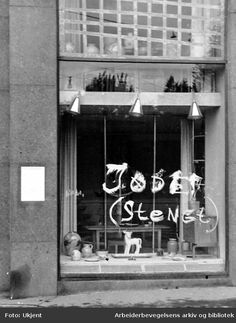 1942. Oslo shops owned by Jews forced to close.