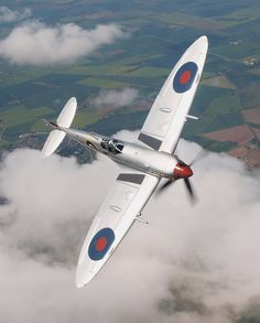 Vintage Aircraft Beautiful Lines — stukablr: Spitfire … - Ww2 Aircraft, Fighter Aircraft, Fighter Jets, Military Jets, Military Aircraft, Spitfire Supermarine, Photo Avion, Old Planes, The Spitfires