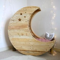 What infant or toddler wouldn't love to sleep in this fairytale moon crib or bed? Designed by Creme Anglaise, the moon crib retails at around - a bit pricey for us South Africans, but you could make your own moon crib or bed. Moon Crib, Eco Deco, Wooden Spools, Wire Spool, Home And Deco, My New Room, Kids Bedroom, Baby Room, Nursery Room