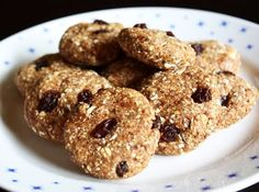 Recipe of the Month: Nearly Raw Oatmeal Raisin Cookies - Northwest VEG Oatmeal Raisin Cookies, Baked Oatmeal, Home Baking, Healthy Treats, Raw Vegan, Granola, Vegetarian Recipes, Food And Drink, Desserts
