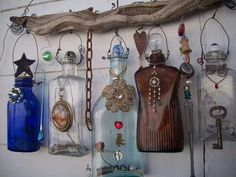 CHIMES DIY Recycle - there is no link, just the photo, but good idea. Altered Bottles, Bottles And Jars, Mason Jars, Glass Bottles, Perfume Bottles, Wine Bottle Crafts, Bottle Art, Bottle Lamps, Carillons Diy