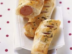 Wiener Würstchen im Blätterteigmantel ist ein Rezept mit frischen Zutaten aus der Kategorie Blätterteig. Probieren Sie dieses und weitere Rezepte von EAT SMARTER!