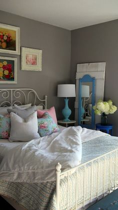 gray bedroom with pop of color 14 The Appeal of Gray Master Bedroom with Pop of Color Teal 14 The Appeal of Gray Master Bedroom with Pop of Color Pretty Bedroom, Bedroom Green, Home Bedroom, Master Bedroom, Bedroom Decor, Bedroom Ideas, Design Bedroom, Bedroom Inspiration, Shabby Bedroom