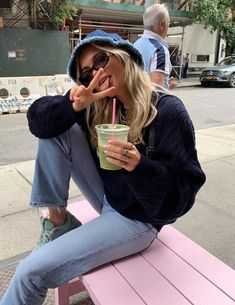 never out of style Urban Outfitters Outfit, Mode Outfits, Casual Outfits, Fashion Outfits, Style Fashion, Teen Outfits, Fashion 2020, Fashion Shoes, Paris Mode