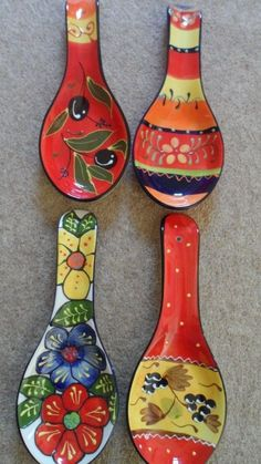 Spanish ceramic pottery hand painted spoon rests - various designs by - Ceramic Art, Ceramic Pottery Painted Spoons, Hand Painted Ceramics, Pottery Painting Designs, Pottery Designs, Talavera Pottery, Ceramic Pottery, Plastic Spoon Crafts, Ceramic Cafe, Pottery Videos