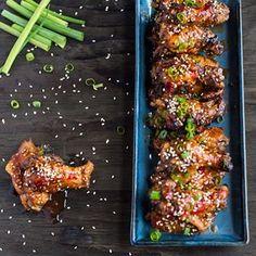 These extra moist oven baked wings are always a good idea for a finger food party for New Years Eve.  No blog a receita desse wings (coxinha e asinha de frango) que é feito no forno e não é seco. Esse prato é uma ideia para a festa de fim-de-ano.