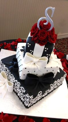 Elegant in black and white wedding cake