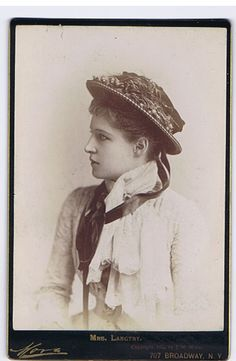 Lillie Langtry Victorian Ladies, Victorian Fashion, Vintage Glamour, Vintage Girls, Lilly Langtree, Lillie Langtry, Vintage Family Photos, King Edward Vii, Velasco