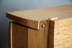 Cleft Box Hinge in Oak.