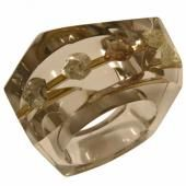 © Situ - Organic cut diamonds suspended in clear faceted resin ring with gold detail. Resin Ring, Resin Jewelry, Diamond Jewelry, Jewelry Rings, Jewellery, African Jewelry, Hand Engraving, Beautiful Rings, Sterling Silver Rings