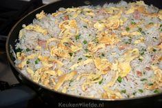 Gebakken Kantonese rijst Nasi Goreng, Caribbean Recipes, Caribbean Food, Asian Recipes, Ethnic Recipes, Indonesian Food, Food Inspiration, Macaroni And Cheese, Side Dishes