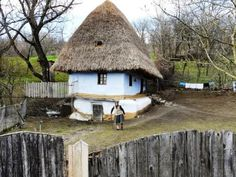 Everybody admires an ancient farmhouse in Romania School Architecture, Architecture Design, Romania People, Adobe House, Places Around The World, Wonderful Places, Oregon, Places To Visit, Farmhouse