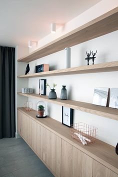 Verbouwing en restyling van een woning: moderne Woonkamer door Interieur Design by Nicole & Fleur
