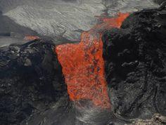 Fluid pahoehoe lava from Kilauea volcano, Hawai'i (Photo: LaurentLupini) - http://www.volcanodiscovery.com